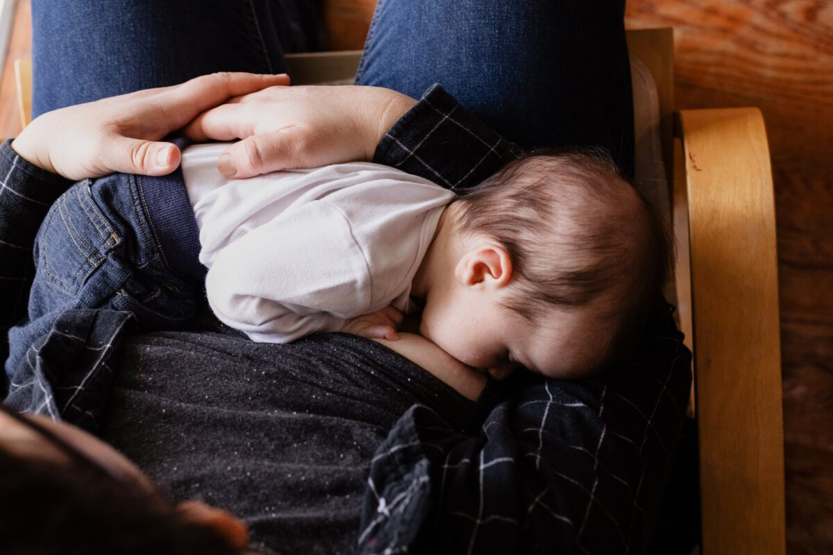 how to choose the best nursery chair for breastfeeding
